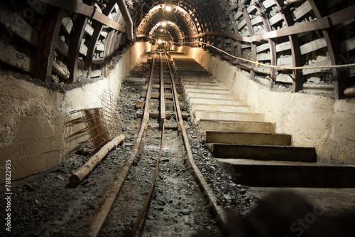 Tunnels - 78822935