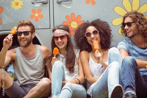 Hipster friends enjoying ice lollies - 78828378
