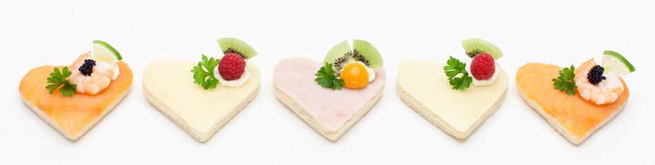 Canapés mit Lachs, Schinken und Käse