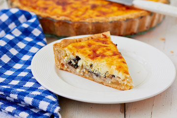 Quiche with onion and cheese