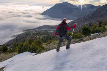 sis bulutlarının üzerinde muhteşem manzara