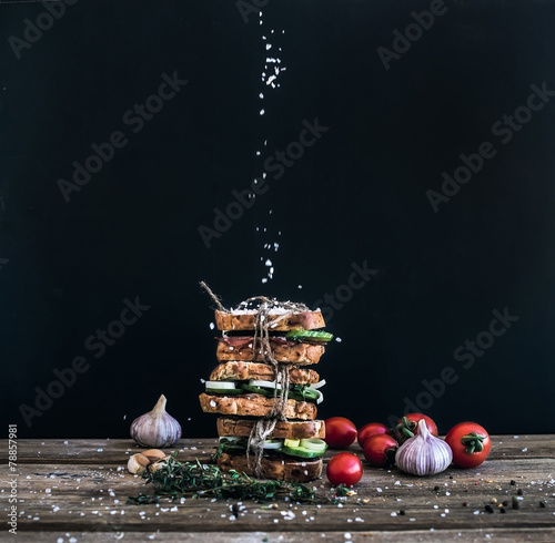 Sandwiches with smoked meat, tomato, garlic, cucumber and herbs - 78857981