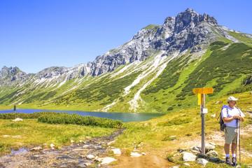 Wanderer Oberhüttensee Obertauern Österreich