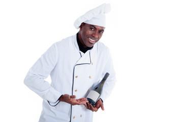 Sympathischer Koch serviert Weißwein