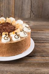Vollmilch-Schokoladentorte mit weißer Mousse