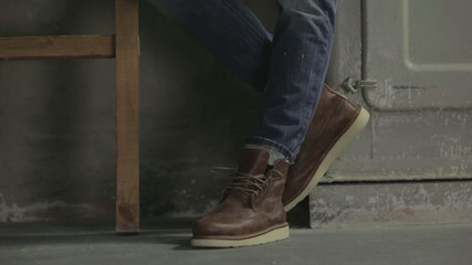 Male fashion: jeans & cool brown shoes