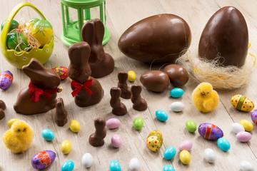 Dolci di cioccolata tipici pasquali
