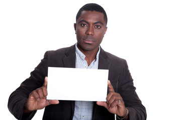 Afroamerikanischer Geschäftsmann zeigt leere Karte