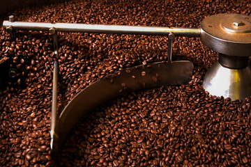 Roasting process of coffee, screening and cooling in the hopper