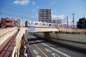 電車と道路のアンダーパス