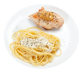Cooked spaghetti with cream sauce with grilled chicken breast.