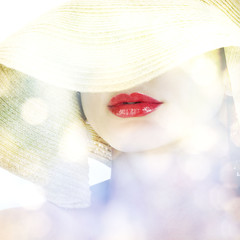 woman in sunhat with shine
