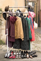 vecchi vestiti in vendita - old fashion clothes on sale