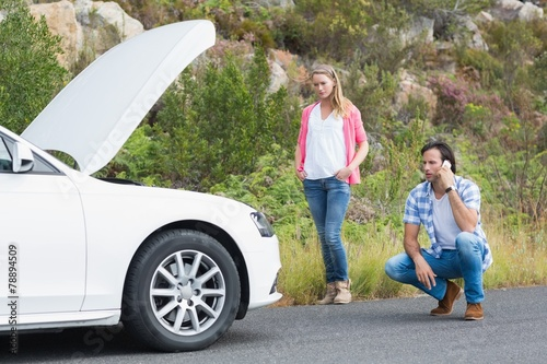Couple after a car breakdown - 78894509