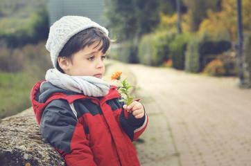 niño en invierno