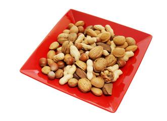 verschiedene Nüsse auf einem Teller