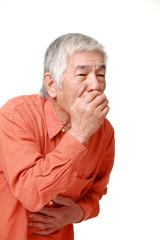 吐き気を催す高齢者