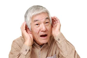 良く聞こえない高齢者
