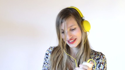 a teenage girl dance with headphone and phone in his hand