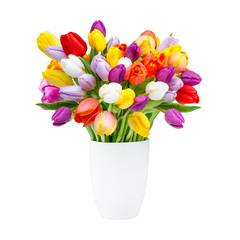 Blumenvase mit Tulpen vor weißem Hintergrund