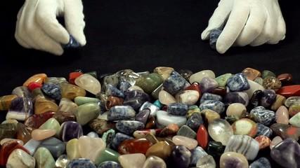 Choosing sodalite stones