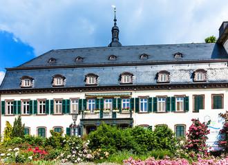 Schloss Eltville am Rhein. Wein, Sekt und Rosenstadt