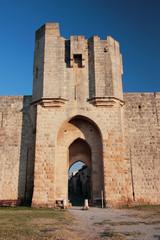 aigus mortes camargue francia entrata del castello