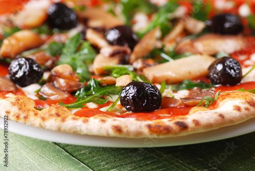 Fotobehang Pizzeria pizza con rucola e funghi