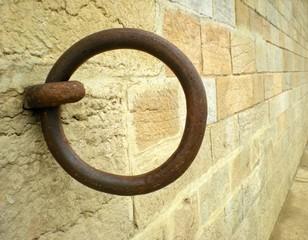 Anneau d'amarrage fixé dans le mur (2)