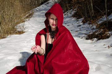Ragazza in rosso sulla neve