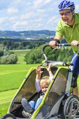 Papa und Sohn beim Sport