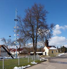 Kapelle und Zunftbaum in Neuzell