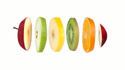 Fruits tranchés animés sur fond blanc
