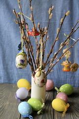 Пасхальный декор на ветках вербы
