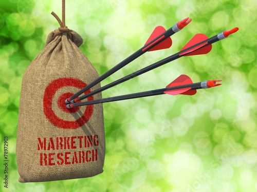 Keuken foto achterwand Boodschappen Marketing Research - Arrows Hit in Red Target.