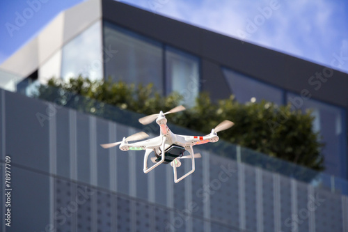 Drone to fly in the city - 78977709