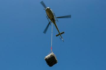 Elicottero con carico sospeso