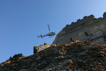 Elicottero e castello