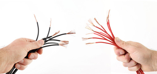 Fili elettrici sguainati