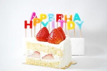 お誕生日のケーキとロウソク