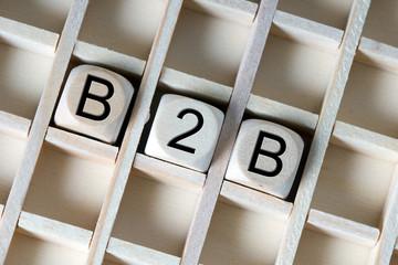 Holzwürfel mit der Abkürzung B2B