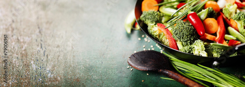Foto op Aluminium Groenten Chinese cuisine. Wok cooking vegetables.