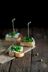 Spring canape