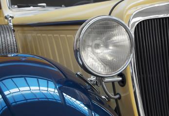 Oldtimer-Serie: Blau-Beige