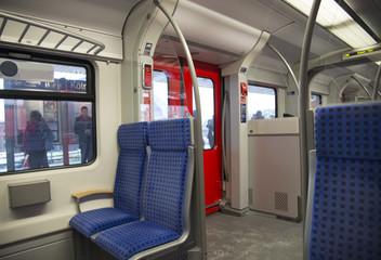 Внутри вагона поезда