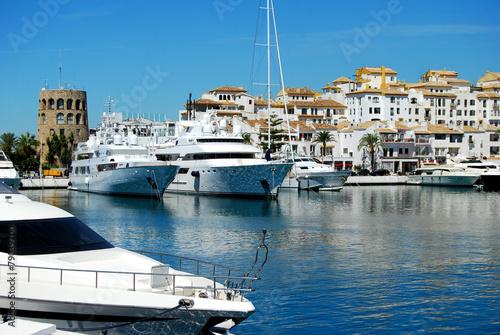 Tuinposter Poort Puerto Banús, muelle, Marbella, Málaga