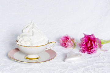Frozen Yoghurt in einer Tasse