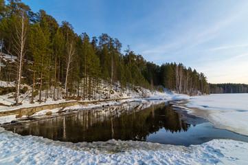 весна в лесу на реке, Урал