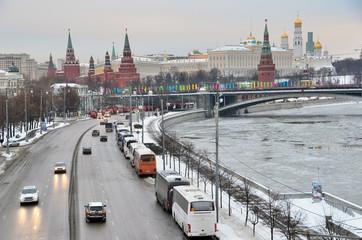 Москва, движение по Пречистенской набережной