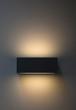 Beleuchtete Lampe an der Wand